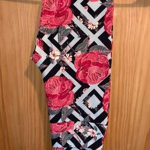 NWT OS LLR Vintage Pink Roses & Diamond Leggings